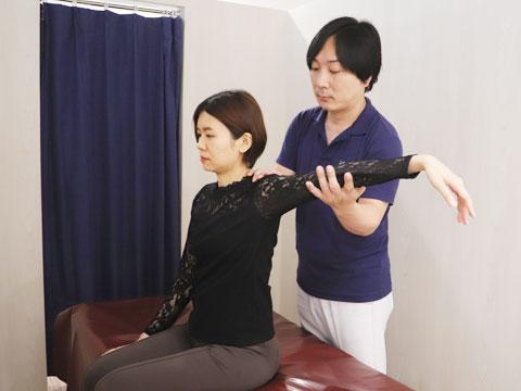 肩こりの症状を確認
